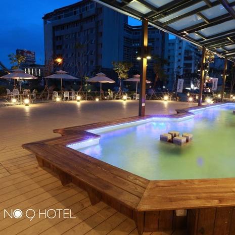 【宜蘭】礁溪9號溫泉旅店-2人玩客客房泡湯1.5小時+下午茶+溫泉魚泡腳