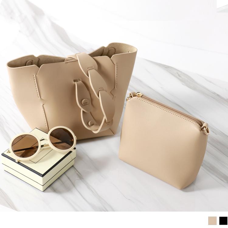 加入浪漫的花邊手提,呈現出氣質優雅的一面~ 小小的包型,讓妳展現可愛俏麗的歐美時尚LOOK! ********************** 小提醒: 本商品不列入折20的活動唷! *包包寬約14.5c