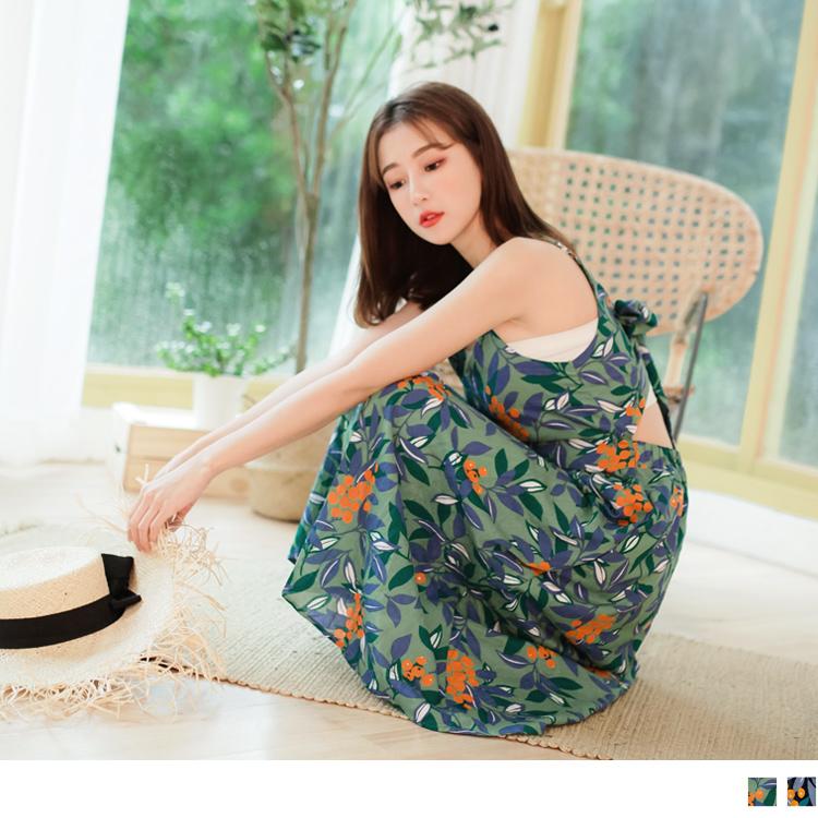 滿版花朵圖案後腰縷空細肩帶洋裝