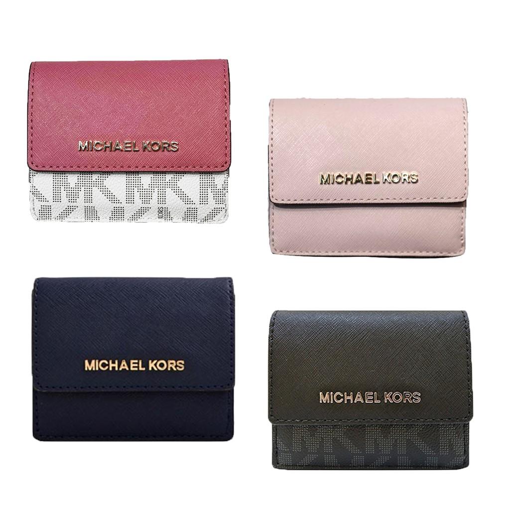 品牌名稱:MICHAEL KORS 外層材質:防刮牛皮 內層材質:防刮牛皮 商品尺寸:長10cmx寬3cmx高9.5cn 商品規格:卡片層 7、零錢層 1、拉鍊袋*1 5/8 12:00-5/11 1