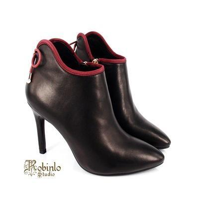 【Robinlo】華人最水的品牌酒紅色織帶優雅跟靴 -黑色 女原價5600元