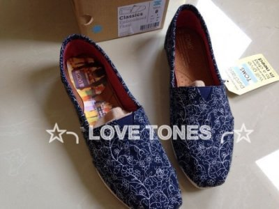 ☆╮LOVE TONES╭☆美國正品TOMS鞋『免運』Embroidered Floral【藍】休閒帆布鞋 現貨+預購