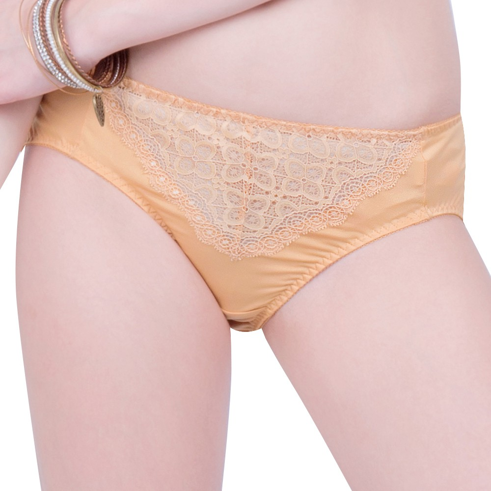 SWEAR 思薇爾 妦吻系列M-XXL蕾絲中腰三角褲(奶金膚)