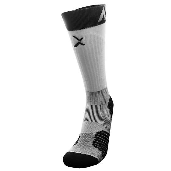 《8字繃帶》P84I長筒繃帶機能專業籃球襪(白/黑)