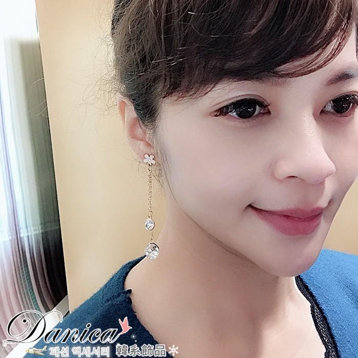 耳環 現貨 韓國 熱賣 氣質 不對稱 粉嫩花朵 水鑽 長耳環 K91892 批發價 Danica 韓系飾品 韓國連線