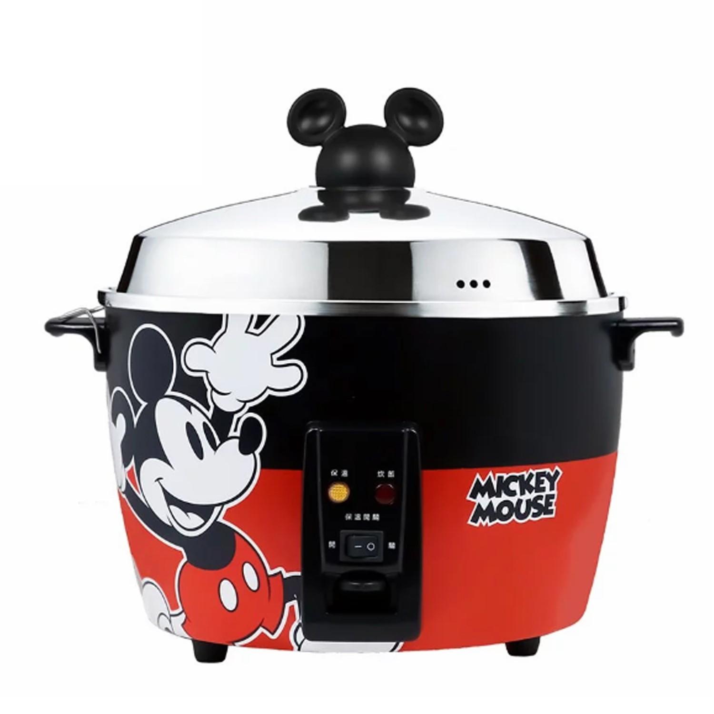 迪士尼正版授權!不鏽鋼電鍋,可愛米奇頭造型手把。健康新思維,外鍋、內鍋、蒸盤皆全不鏽鋼材質。炊飯、煮粥、煲湯、燉滷、蒸煮和各式點心。11人大份量!全家都可以吃飽健康~。具保溫開關,可依需求開啟或關閉。