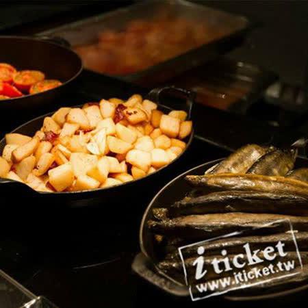 位於高雄國賓大飯店一樓的「iRiver 愛河牛排海鮮自助餐廳」 (原名Market Café味 集廚房),菜色風格除了中式、西式、泰式、美式外,更融合國賓川、粵菜經典道地料理,呈現多樣異國佳餚。為提供