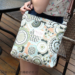【MH宓詩涵緹】*台灣製造*防潑水*俏麗扁側背包-經典向日葵(綠)