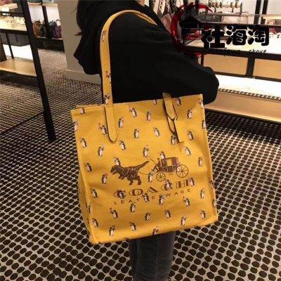 空姐精品代購 COACH 25737 新款個性恐龙拉车圖案購物袋 托特包媽咪袋 簡單不失趣味 附代購憑證
