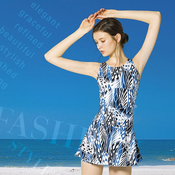 梅林品牌 大女滿版藍白花紋連身褲裙泳衣(有大尺碼) 贈泳帽 NO-M8452