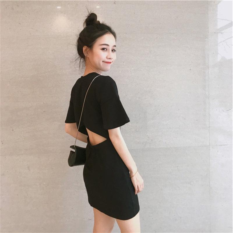 夏季海邊旅遊度假女裝沙灘裙小心機後背女夏露腰黑色短袖洋裝