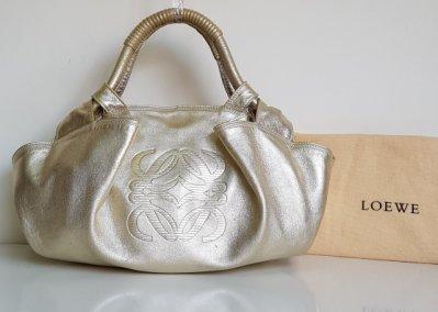 LOEWE  空氣包  金屬色  經典 LOGO   肩背包  附原廠防塵袋, 保證真品  超級特價便宜賣