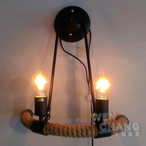 ●商品材質 描述 金屬 / 麻繩 光源:E27x2 復古的經典樣式,工業風的設計,古早味麻繩造型, 搭配在任何牆面做裝飾絕對是非常特別, 讓單調的牆面增加了一種復古的氣息,也適合當廊道燈, 適合商業空