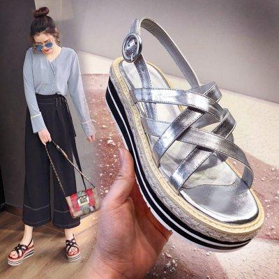 草編厚底松糕涼鞋 真皮露趾坡跟涼鞋 銀色一字扣帶中跟涼鞋 黑色34-39碼*Fashion