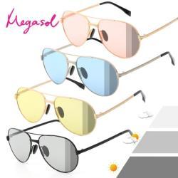 【MEGASOL】寶麗萊UV400時尚中性雷朋偏光太陽眼鏡變色墨鏡(感光智能變色灰片彩片全天候適用-BS8606)