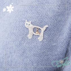 伊飾童話 叼魚貓咪 藍眼鏤空胸針 2色可選