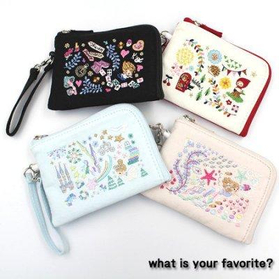 尺寸約8×11.5×1cm 可放票卡夾,拉鏈L型小錢包,可扣在包包上 具伸縮功能更方便使用
