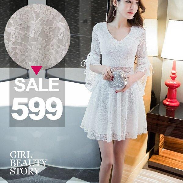 SISI【D8130】現貨V領喇叭中袖滿版蕾絲雕花鏤空透視縮腰修身連身裙洋裝