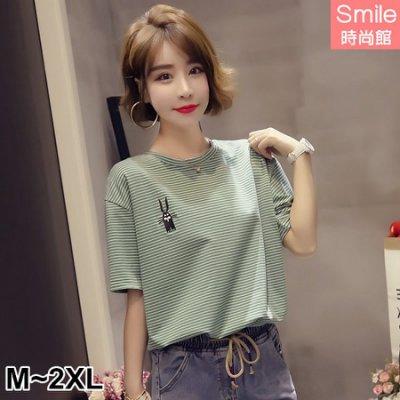 【V2861】SMILE-繽紛甜美.可愛刺繡卡通條紋圓領短袖上衣