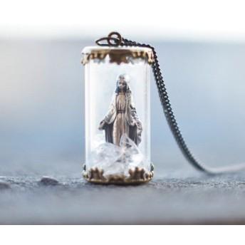 無原罪のマリア様と水晶のお守りガラスボトルネックレス