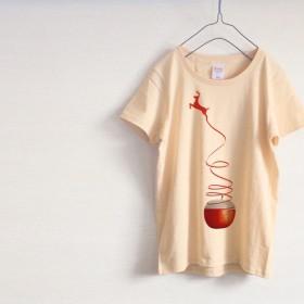 リンゴとシカ 不思議 Tシャツ(ナチュラル)
