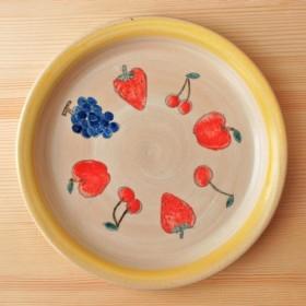 お皿 さくらんぼと苺とりんごと葡萄