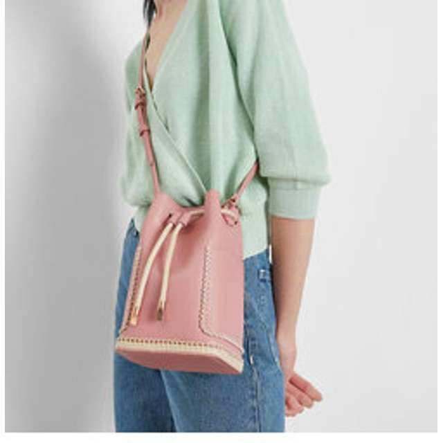【CHARLES & KEITH:バッグ】エンブロイドスティッチ バケツバッグ / Embroided Stitch Bucket Bag