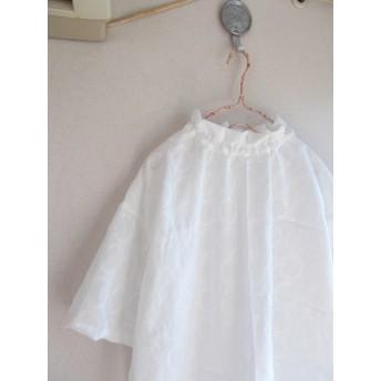 総刺繡スタンドフリルプルオーバー