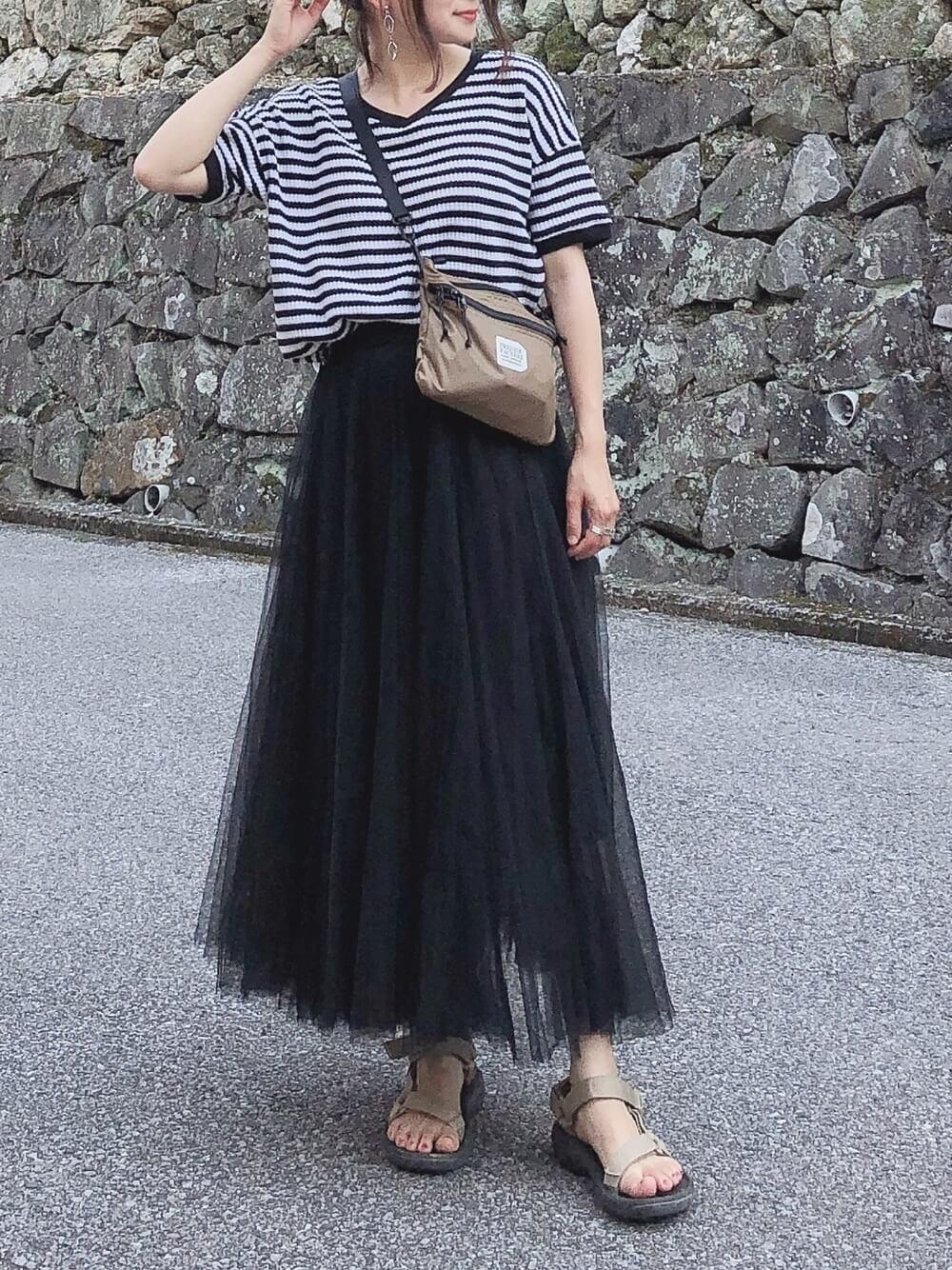 ボーダーTシャツと黒チュールスカート