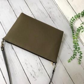 長財布と必要な小物がすっぽり収まるショルダー カーキ