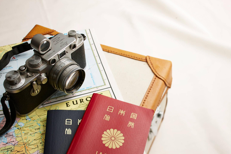 パスポートとカメラ
