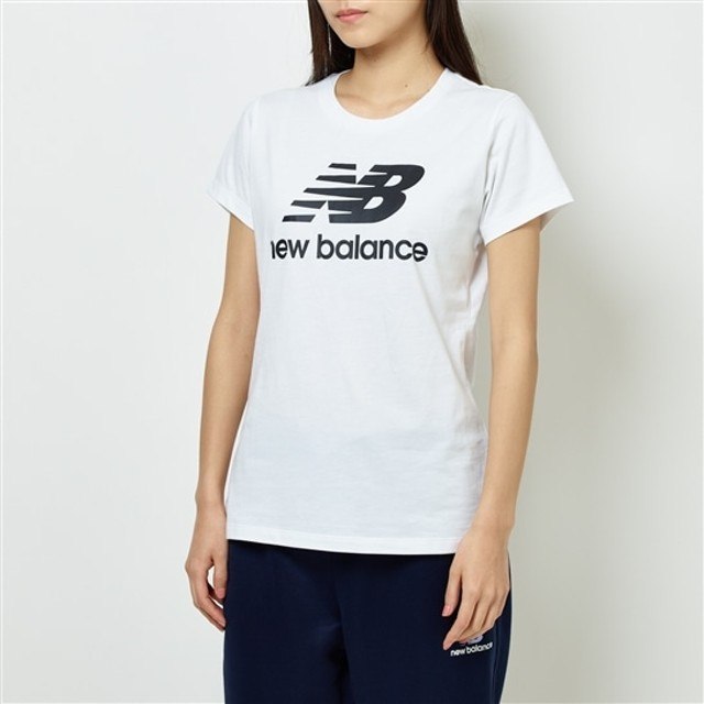 (NB公式)【ログイン購入で最大8%ポイント還元】 ウイメンズ エッセンシャルスタックドロゴTシャツ (ホワイト) ライフスタイル ウェア / トップス ニューバランス newbalance