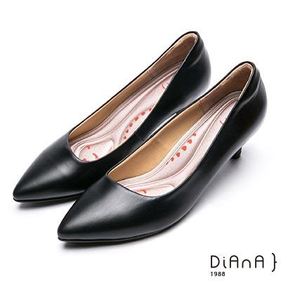 DIANA簡約素雅俐落真皮跟鞋-漫步雲端厚切輕盈美人-黑