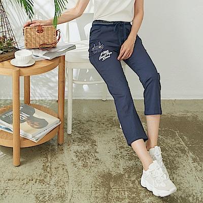 慢 生活 貼布造型棉料九分長褲- 藍