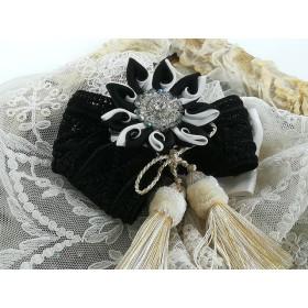 リボン付き白と黒のアールデコ調花飾り