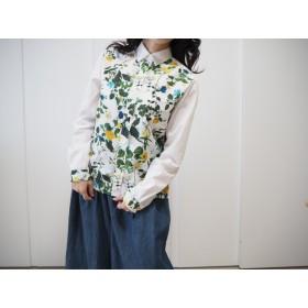 ボタニカル柄と真っ白が眩しい綺麗めシャツ