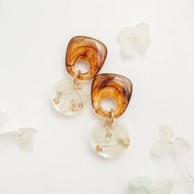 KOROKORO flowers 紫陽花&かすみ草【ピアス・パーツ変更可】べっ甲色