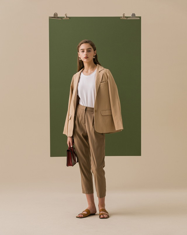 挺料材質不易皺/袖型略寬鬆衣身微合身版型/基本日常搭配款