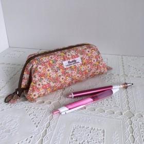 ころんとしたペンケース(ワイヤーポーチ)*大人可愛い小花柄*ピンク10