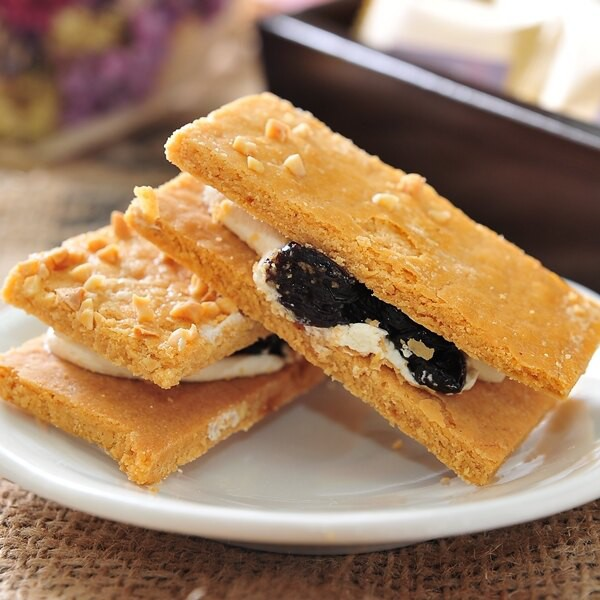 這是餅乾,絕對不是蛋糕★人氣大熱銷的口味,千萬不要錯過!顛覆傳統口感、驚喜品嘗口感酥鬆、奶香十足人氣大熱銷的特色,千萬不要錯過!品名:【加州三明治葡萄餅乾】成份:麵粉、進口奶油、雞蛋、加州葡萄乾規格: