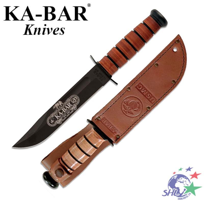 產品簡介: 此款KA-BAR經典軍刀是120週年紀念版,具有很好的實用與收藏價值。採用71095 Cro-Van鋼刀片,表面黑色飾面處理以防止反光,刀身雷射雕刻維多利亞時代風格週年紀念商標。傳統的堆疊