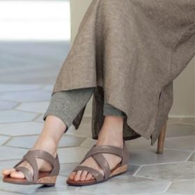 歩きやすいクロスサンダル - セシール ■カラー:グレージュ ■サイズ:S(22.5cm),M(23-23.5cm),L(24cm)