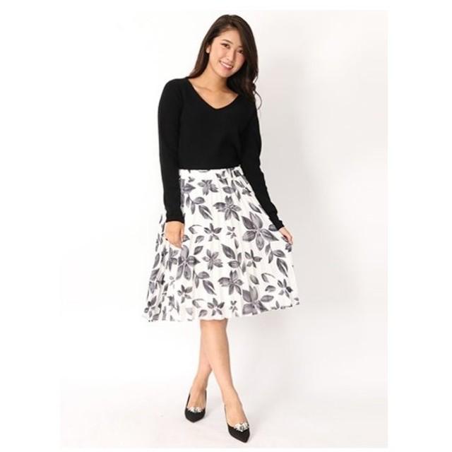 Fabulous Angela(ファビュラスアンジェラ)ニット+花柄プリーツスカート
