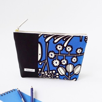 青色と黒花柄のマチ付き・帆布・化粧ポーチ(内ポケット付き)