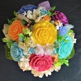 石鹸彫刻 幸せの虹色の薔薇