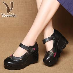 【Vecchio】真皮頭層牛皮復古印花拼接坡跟防水台魔鬼粘圓頭娃娃鞋(黑)