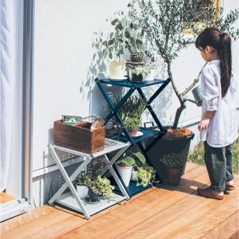 屋外でも使えて簡単に折りたためるスチールラック