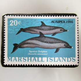 マーシャル島 イルカ切手ブローチ 5335