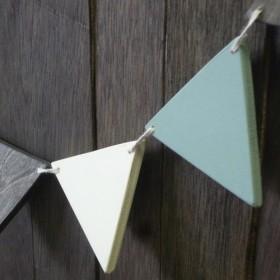 再販。アンティークテイストの三角ガーランド。3色9連