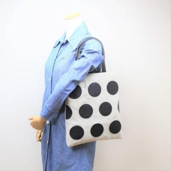 革のドット柄バッグ ブラック